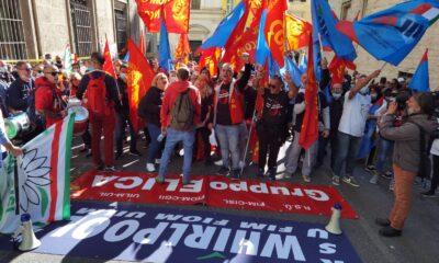 Vertenza Elica, 250 lavoratori sfilano al Mise al fianco degli operai Whirlpool